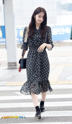 SNSD's Yoona at Incheon Airport off to Taiwan Kpop Fashion, Asian Fashion, Girl Fashion, Fashion Outfits, Airport Fashion, Asian Wedding Dress Pakistani, Pakistani Dresses, Kpop Outfits, Dress Outfits