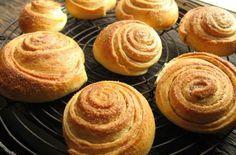 Νορβηγικά τσουρεκάκια: Πώς να φτιάξεις το πιο απολαυστικό γλυκό - Xmas Life! The Kitchen Food Network, Food Network Recipes, Recipies, Muffin, Spices, Brunch, Food And Drink, Sweets, Sugar
