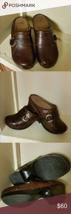 Women's Dansko Brown Floral Emboss Size 39 Excellent just like new condition. I don't see any flaws. Women's Dansko Size 39 Floral Emboss open-back clog and embellished with a tarnish silver circle buckle. Dansko Shoes Mules & Clogs