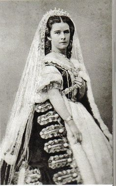 Sissi with a very heavy dress.
