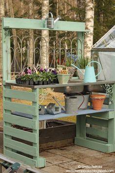 DIY garden potting table using pallets old sink Romppala - Lindan pihalla - Gardening Prof