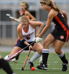 This guide teaches you the fundamental field hockey stick skills used to dodge opponents: The pull to the right, the left, and back. Field Hockey Drills, Field Hockey Sticks, Hockey Training, Hockey Quotes, Go Usa, Hockey Players, Physical Fitness, Dodge, Coaching