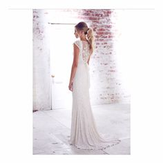 KAREN WILLIS HOLMES 'Caitlyn' gown #karenwillisholmes #kwhbridal #sequinedweddingdress #weddingdress #realbride