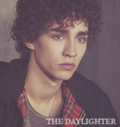 Virtual Makeover + Edit (: Simon Lewis (Robert Sheehan) in Cassandra Clare's amazing The Mortal Instruments Series! (Without the glasses. The Mortal Instruments: Simon Lewis Simon Lewis, Robert Sheehan, Nathan Misfits, Bae, Reality Tv Stars, Irish Men, Attractive People, Cassandra Clare, The Mortal Instruments