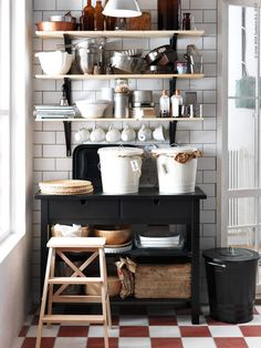 IKEA open shelving kitchen with white subway tiles Kitchen Nook, Kitchen Storage, Kitchen Dining, Kitchen Decor, Kitchen Shelves, Ikea Shelves, Kitchen Cart, Kitchen Organization, Ikea Pantry