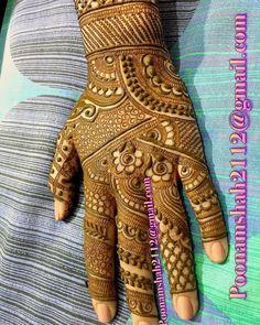 No photo description available. Cute Henna Designs, Peacock Mehndi Designs, Khafif Mehndi Design, Mehandhi Designs, Mehndi Designs Feet, Stylish Mehndi Designs, Mehndi Design Pictures, Wedding Mehndi Designs, Beautiful Mehndi Design