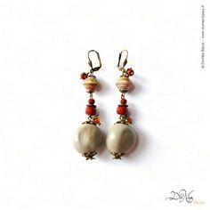 Boucles d'oreille - Classic Matières : Graine de canique grises, perles de verre, perles de papier recyclées d'Ouganda, laiton vieilli. DiviNéa Bijoux sur http://www.divinea-bijoux.fr & http://www.facebook.com/divinea.bijoux.fr