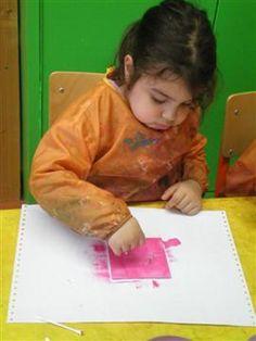 Spiegeltje schilderen in 1 kleur Met een stokje iets op de spiegel tekenen  afdruk van maken
