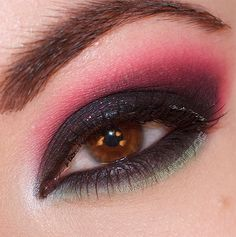 Smokey Watermelon - Get these gorgeous shades for a stunning night out look with this #makeup #style. #Beauty #Cosmetics #Eyes