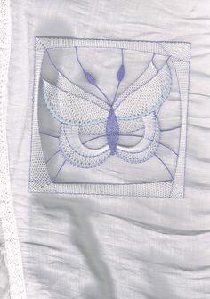 Motýlek modrý, - paličkovaná krajka, bobbin lace, autor: Lenka Maslova Spetlova, Hostinné, Atelier ROS ZEFYRA s.r.o.