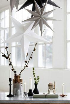#Koper brengt een prachtige sfeer in je interieur. Helemaal in een stijvolle #chique #interieur met #kaarsen en #slingers tijdens de #feestdagen. Het zit 'm meestal in de details, zoals bij deze mooie #vaas
