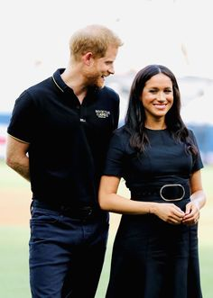 29 June 2019 - Harry and Meghan attend the game Boston Red Sox - New York Yankees at The Queen Elizabeth Olympic Park in London - dress by Stella McCartney Meghan Markle Hair, Meghan Markle Style, Meghan Markle Prince Harry, Prince Harry And Meghan, Princess Meghan, Princess Diana, Royal Family Pictures, Prinz Harry, British Royal Families
