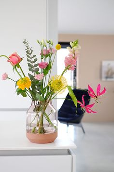 Flowers Vase Design Inspiration 50 Ideas For 2019 Happy Flowers, Pretty Flowers, Fresh Flowers, Flower Vase Design, Flower Vases, Arrangements Ikebana, Floral Arrangements, Spring Bouquet, Flower Bouquet Wedding