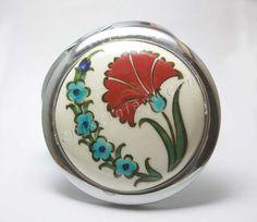 Çiçek Motifli Tile Patterns, Flower Patterns, Ceramic Jewelry, Valentine Gifts, Snow Globes, Tableware, Kitchenware, Plates, Flowers