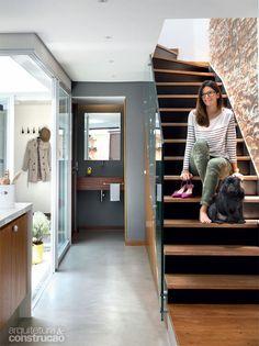 Casa de vila FC / DT Estudio #escada #stairs #wall #hall