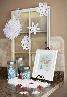 Decora una fiesta nieve con abanicos de papel blanco y siluetas de papel de blanco / Decorate a snow party with white paper fans and snowflake paper silhouettes