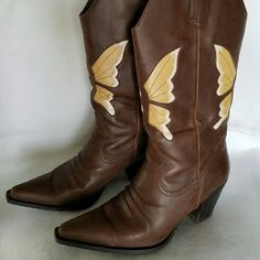 ❤Beautiful boots Very pretty boots/ good condition/ signs of wear but not noticeable.  More photos upon request lower east side Shoes
