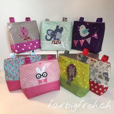 www.farbigfroh.ch #lenkertasche #fahrradtasche #rollertasche #trottitasche #lenkerutensilo Designer, Gift Wrapping, Blog, Gifts, Paper, Cordial, Tutorials, Bags, Gift Wrapping Paper