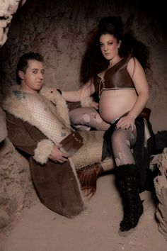 These awkward pregnancy photos will really make you cringe. You wont know whether you should laugh or cry with these 27 awkward pregnancy photos. Awkward Family Pictures, Weird Family Photos, Awkward Family Photos, Bad Photos, Best Funny Pictures, Funny Photos, Family Pics, Funny Maternity Photos, Maternity Portraits