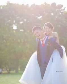 #おんぶ  夫婦は二人でひとつ  こうやってどんな時も 嫁を背負っていくんだ  そんな感じがして  とってもカッコよかったです  #プレ花嫁 #日本中のプレ花嫁さんと繋がりたい #結婚式準備 #ドレス試着 #前撮り#ウェディングフォト#ロケーションフォト#ウェディングドレス #卒花嫁#卒花#みんなのウェディング #フォトウェディング#ウェディングソムリエアンバサダー#東海プレ花嫁