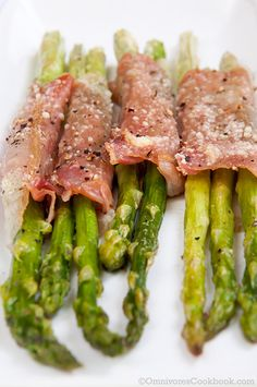 Roasted asparagus wrapped in prosciutto is a easy and delicious dish. Use it as appetizer for big group party or a fancy snack besides main dish.