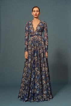fashion 2015 The complete Naeem Khan Pre-Fall 2016 fashion show now on Vogue Runway. Couture Mode, Couture Fashion, Runway Fashion, Fashion Show, Fashion Design, Naeem Khan, Pretty Dresses, Beautiful Dresses, Modest Fashion