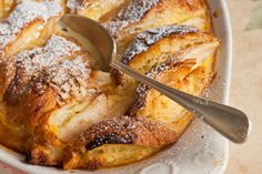 Pear and almond croissant pudding - Recipes - Eat Well with Bite Almond Croissant, Croissant Recipe, Pear Bread, Healthy Dinner Recipes, Dessert Recipes, Bread And Butter Pudding, Easy Meatloaf, Winter Desserts, Roasted Salmon