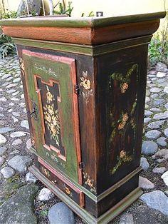 www.Antikvitet.net - Egetræs hængeskab