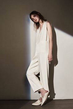 Visibly Interesting: Joseph Resort 2016 Fashion Show Fashion Week, Fashion Show, Fashion Design, Fashion Trends, Minimal Fashion, White Fashion, Normcore, Moda Minimal, Style Minimaliste