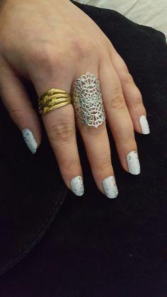 White nails, shiny nails, formal nails💅 Shiny Nails, Formal Nails, Silver Rings, Nail Polish, Beauty, Jewelry, Bright Toe Nails, Bling Nails, Jewlery