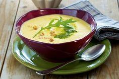 Das Rezept für Steckrüben-Kartoffel-Suppe mit Walnusspesto und weitere kostenlose Rezepte auf LECKER.de