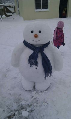 This has to be the cutest snowman i have ever seen.