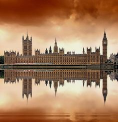 Houses of Parliament ~ London. Beautiful photo by Jaroslaw Grudzinski! London Poster, London Art, Beautiful Buildings, Beautiful Places, Beautiful London, Houses Of Parliament London, Destinations, Things To Do In London, London Travel