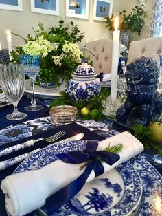 Beaux Mondes Designs: Giving Thanks In Blue & White White Table Settings, Place Settings, Home Instead, Blue Pottery, Blue Rooms, Deco Table, Decoration Table, White Decor, Tablescapes