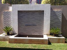 Water feature cladded in x 100 Ona Natural Backyard Garden Design, Yard Design, Modern Landscaping, Backyard Landscaping, Water Wall Fountain, Diy Garden Fountains, Modern Courtyard, Backyard Water Feature, Water Walls
