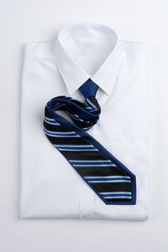 A classic. Nice Dresses, Menswear, Stripes, Mens Fashion, Tie, Men's Accessories, Career, How To Wear, Ootd