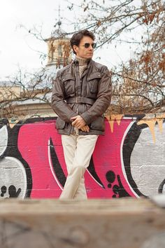 winter outfit style ideas for men with brown Belstaff Panther jacket, beige turtleneck sweater, khaki Purificacion Garcia pants and Carolina Lemke sunglasses. Belstaff Leather Jacket, Belstaff Style, Belstaff Jackets, Leather Jackets, Winter Outfits, Winter Fashion Casual, Panther, Outfit Invierno, Mens Fashion