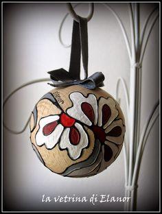 sfere in legno dipinte a mano