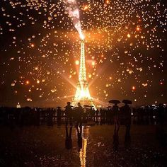 #HappyNewYears #Paris  #FareCompare is highlighting the holiday across the globe!  Tag us in your pics and the best will be featured.  Photo by @travelawesome