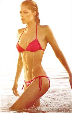Doutzen Kroes in a Bikini for Calvin Klein - Doutzen Kroes looks super amazing and fit in Victoria's Secret lingerie, bikinis and sportswear but guess what? She looks equally enviable in the Calv. Doutzen Kroes, Mini Bikini, Red Bikini, Body Inspiration, Fitness Inspiration, Motivation Inspiration, Calvin Klein Bikini, Victorias Secret Models, Summer Nights