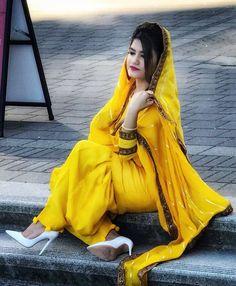 Yellow Punjabi Suit, Punjabi Suit Simple, Punjabi Wedding Suit, Latest Punjabi Suits, Designer Punjabi Suits, Desi Girl Image, Girls Image, Kaur B Suits, Rihanna Dress