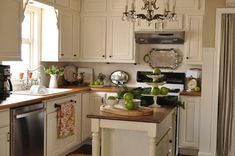 love this kitchen--also want to remember the hand towel bar right below the sink. genius!