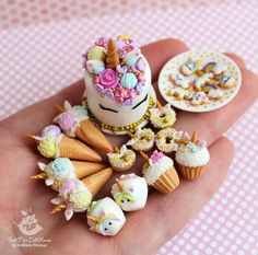 Unicorn party 🦄💗 New miniature in my Etsy-shop. Active link in bi Diy Fimo, Crea Fimo, Diy Clay, Polymer Clay Kawaii, Polymer Clay Charms, Miniature Crafts, Miniature Food, Clay Turtle, Mini Craft