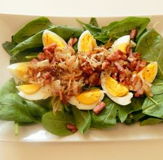 Špenátový salát se slaninou a vejci Cobb Salad, Low Carb, Food, Essen, Meals, Yemek, Eten
