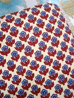 4 Unused Metres Of 1970s French Cotton Flower Fabric1970s 1970s Fabric #vintage fabric crafts #vintage fabric patterns #vintage fabric ideas #vintage fabric crafts #vintage fabricideas #stoff #70er #tissu #desannées70