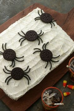 Get your kiddos in on the Spider Web cake-decorating action!