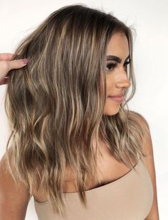 platinum blonde highlights Brown Hair With Thin Blonde Highlights Brown Hair With Highlights And Lowlights, Brown Hair Balayage, Brown Blonde Hair, Beige Highlights, Brunette Highlights, Balayage Highlights, Blonde Balayage, Honey Highlights, Summer Highlights