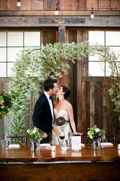 asymmetrical arch by willow & bloom - photos by Laurel McConnell via Junebug Weddings