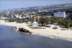 Mozambique - Beira / Rio Macuti lighthouse - World of Lighthouses Rio, African Image, Maputo, Out Of Africa, All Pictures, Amazing Pictures, Africa Travel, Dolores Park, Around The Worlds