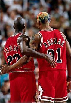 Jordan y Rodman dos grandes jugadores y conocidos por su trabajo de equipo aparte de ser un gran clavador, el primero, y el segundo un gran reboteador